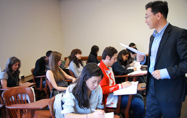 Zhongqi Shi teaching third year Chinese