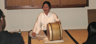 Professor Chen Park giving a Korean Pansori performance