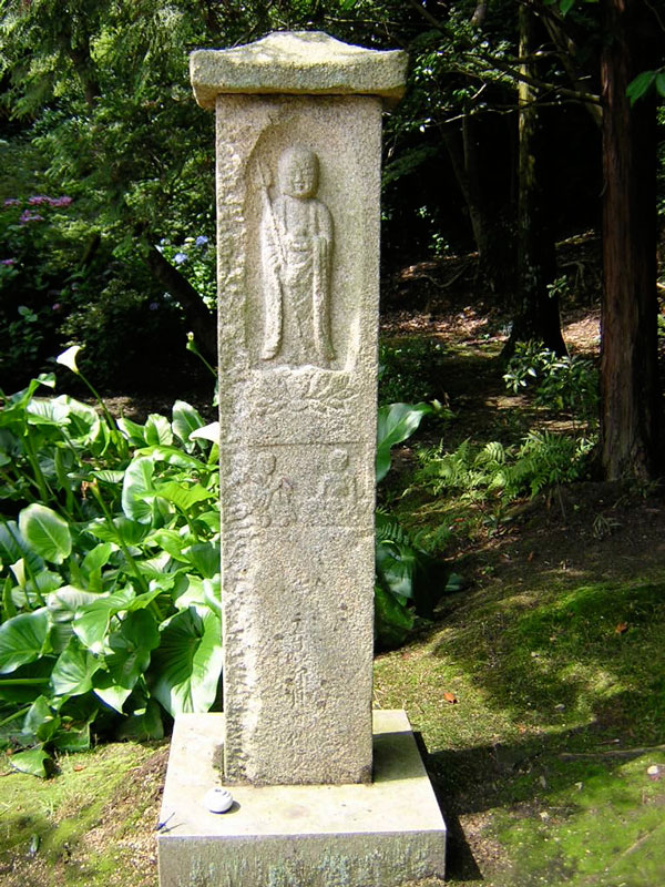 Stone image of Jizo, Chogakuji temple, Tenri City. Photo by David Lurie.